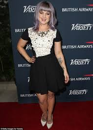 kelly osbourne films the start of her painful process to remove
