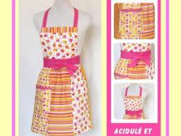 comment faire un tablier de cuisine tablier de cuisine de style rétro aux couleurs acidulées par