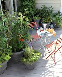 Courtyard Garden Ideas Best 25 Small Patio Decorating Ideas On Pinterest Cinder Blocks