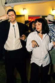 simple couples halloween costume ideas mia and vincent from pulp fiction pulp fiction fiction and costumes
