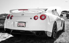 white nissan back view of a white nissan gt r wallpaper car wallpapers 50781