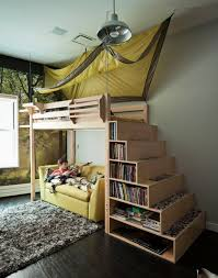 chambre mezzanine le lit mezzanine règne dans la chambre d enfants