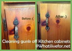 cleaning kitchen cabinets grease