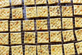 thanksgiving party crackers seasoned buttery crackers the pioneer woman