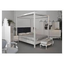 chambre baldaquin chambre adulte de luxe à baldaquin blanche et avec chaise