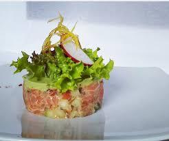 a la cuisine crujiente con crema de palta y langostinos picture of la cuisine