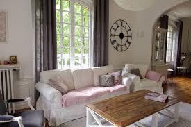 canapé style cagne chic aménagement et décoration d un séjour au style cagne chic