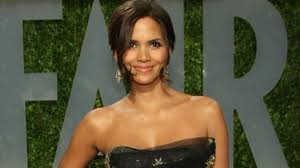 Vanities Monologue Halle Berry Says Her Oscar Win U201cmeant Nothing U201d For Hollywood