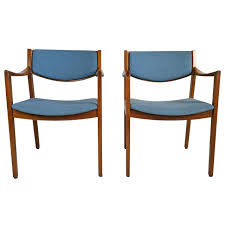 pair of mid century modern gunlock arm chairs in the jens risom