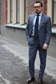 light gray suit brown shoes dark gray tie with business suit how to match