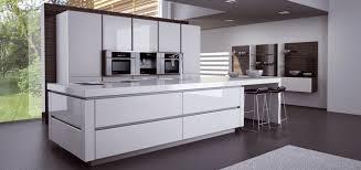 cuisine equipee design cuisine blanc laque avec ilot 13 maison design bahbe com systembase co