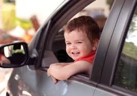 quel age sans siege auto a quel âge un enfant peut il monter à l avant d une voiture