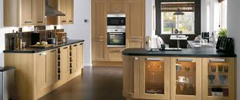 Light Oak Kitchen Tewkesbury Light Oak Kitchen Range Kitchen Families Howdens