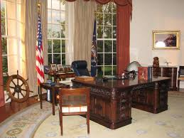 Oval Office Desk by Oval Office Picture