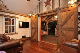 Ingenious Living Rooms That Showcase The Beauty Of Sliding Barn - Gorgeous family rooms