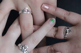 claddagh ring meaning origin of the claddagh ring slainte cheers