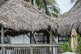 how to make a tiki hut