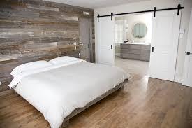 mur de chambre en bois bois de grange gris espace bois