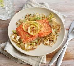 cuisiner du saumon au four saumon rôti au four avec fenouil