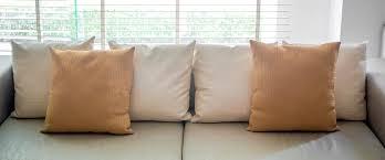 Accent Pillows For Sofa 35 Sofa Throw Pillow Examples Sofa Décor Guide