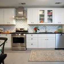 Photos HGTV - Subway tile in kitchen backsplash