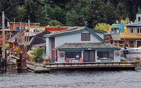 Sleepless In Seattle Houseboat by Houseboats Combine The Best Of Tiny On Land Or Water Mnn