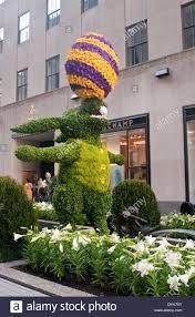 Ny Topiary - new york ny april 20 2014 easter topiary at rockefeller