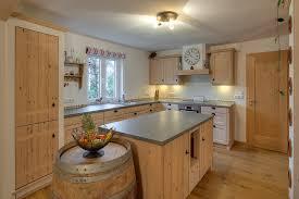 kche mit kochinsel landhausstil küche massivholz landhaus rheumri