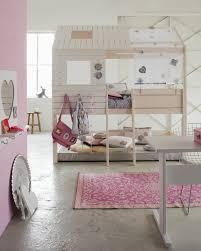 cabane fille chambre le lit cabane fille idées en images bedrooms