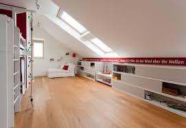 kinderzimmer mit schräge kinderzimmer mit dachschräge so richten sie den raum clever ein