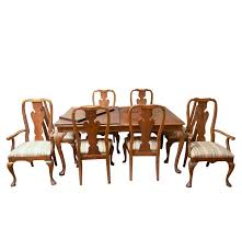 thomasville queen anne style oak dining table and chairs ebth