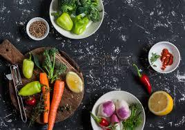 cuisiner brocolis frais les légumes frais crus carottes poivrons brocolis navets des