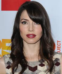brunette hairstyles wiyh swept away bangs whitney cummings long wavy casual hairstyle with side swept bangs