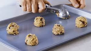 how to pick a cookie baking sheet