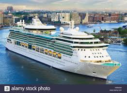 royal caribbean cruise ship serenade of the seas heading to cruise