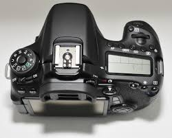 canon eos 70d dslr camera with canon ef s 18 135mm is stm f 3 5