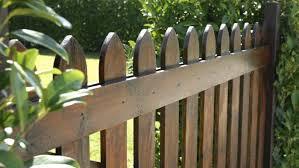 ringhiera in legno per giardino recinzioni quale scegliere per il giardino la sta