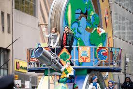 cbs thanksgiving day parade photo gallery kelsea ballerini brett eldredge maddie u0026 tae and