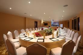 hotel clarks shiraz agra india booking com