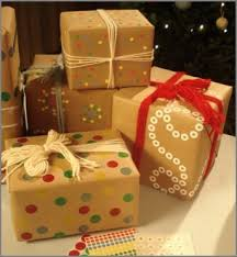 recyclable wrapping paper frugal green gift wrapping ideas homemaking