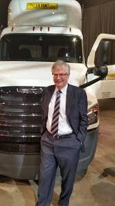 freightliner trucks unveils new cascadia truck