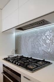 Undermount rangehood Gas cooktop White kitchen