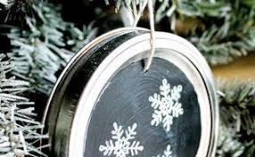 repurpose jar lids into beautiful twine wreath ornaments