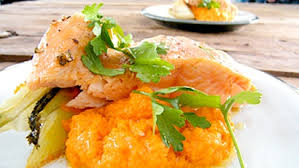 cuisiner fenouil braisé filet de saumon cuit au four purée de carottes à l orange et