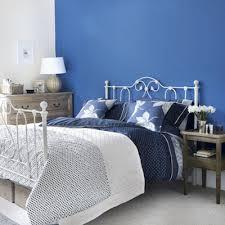 chambre bleu et blanc pourquoi ne peindre qu un seul mur en couleur