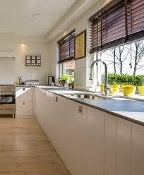 poser plan de travail cuisine comment poser un plan de travail dans une cuisine neuve ou ancienne