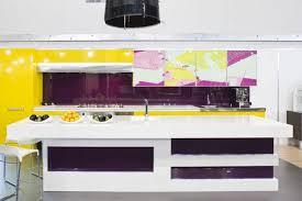 cuisine uip grise cuisine violette pour créer un intérieur plein de douceur et de