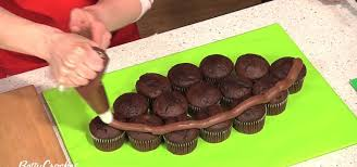 football cupcakes how to make a pull apart football cupcakes cake decorating