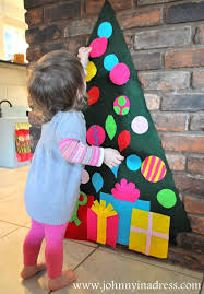 make a toddler friendly felt christmas tree apartment therapy