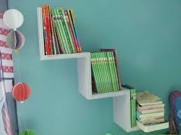 etagere pour chambre une étagère aux couleurs nacrées pour la chambre de ma fée